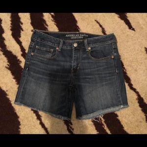 ❤️CCO❤️American Eagle Midi denim shorts